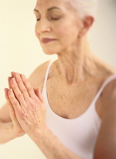 一年多前的夏天,55歲的我第一次踏進瑜伽教室。 圖╱Gettyimages
