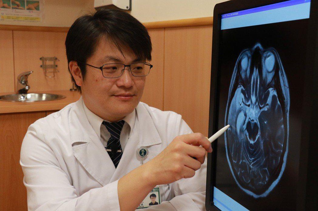 台中慈濟醫院神經內科醫師林書漢表示,經核磁共振檢查,劉女的腦部明顯受損。 記者余...