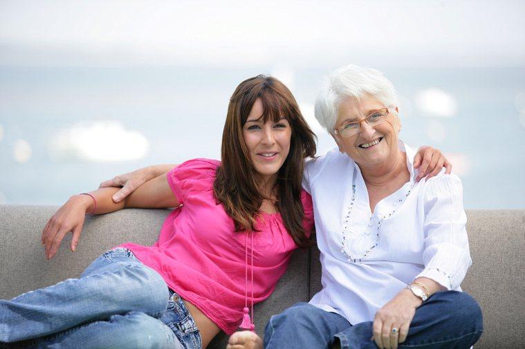 了解長輩的工作經驗:工作通常是長輩最熟悉的經驗,可以讓長輩嘗試做與工作相關的事物...