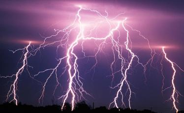 對地閃電。 圖/天氣風險管理開發公司提供