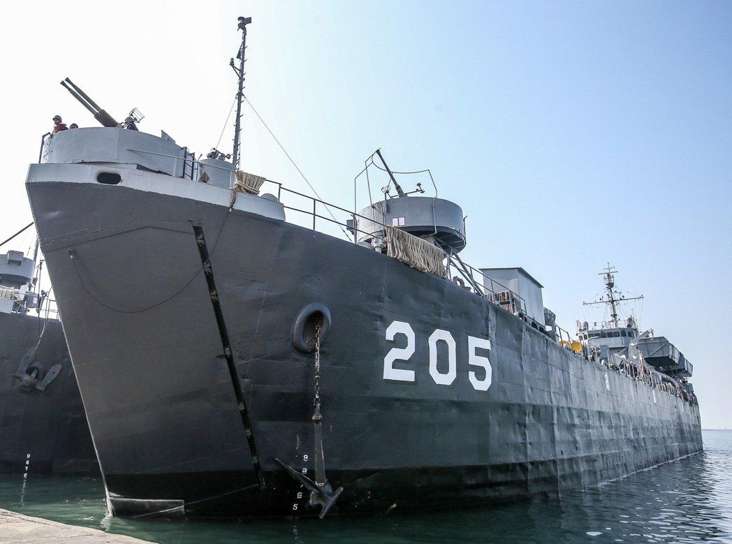 海軍目前服役最久的「中建」號登陸艦(LST205)外觀。 圖/報系資料照