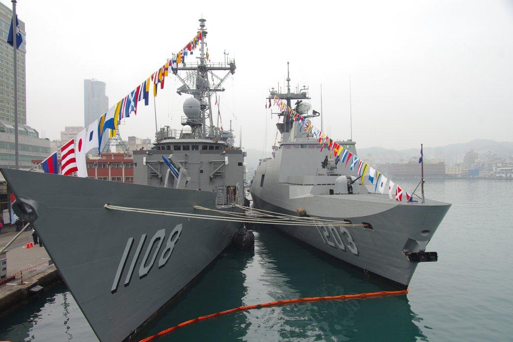 圖為2015年敦睦艦隊固定納編成功級與康定級巡防艦「班超」與「西寧」艦。 圖/報...