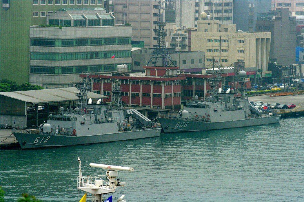 圖為改良過的錦江級巡邏艦資江號(左),加裝雄風三型飛彈。 圖/報系資料照
