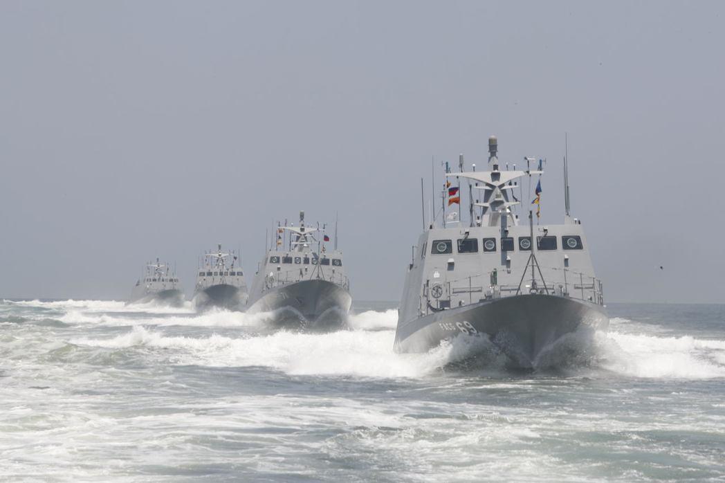 圖為2010年光六快艇成軍典禮結束後,出海展示航海性能。 (軍聞社)
