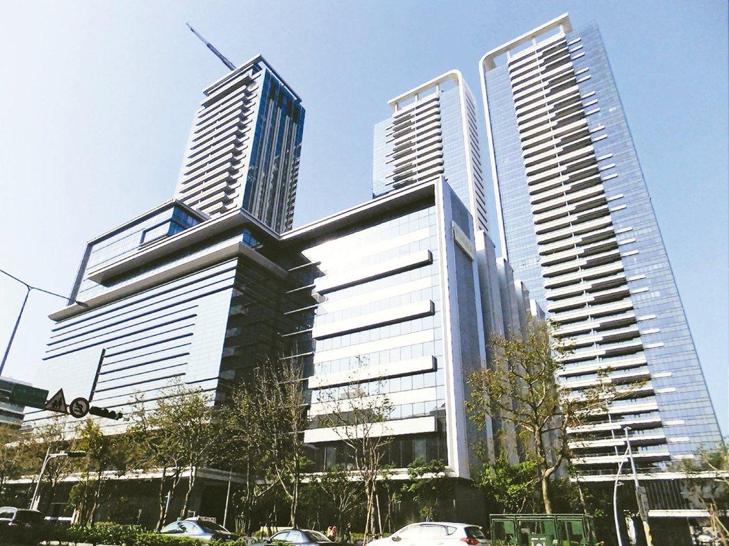 最新實價成交資料,北市知名豪宅大直「西華富邦」創下逾200萬元坪價。 (本報系資...