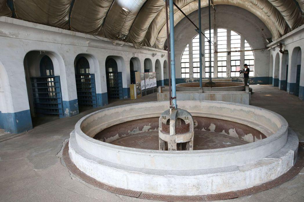 具有羅馬浴場風格的員工浴室浴池。 記者林俊良/攝影
