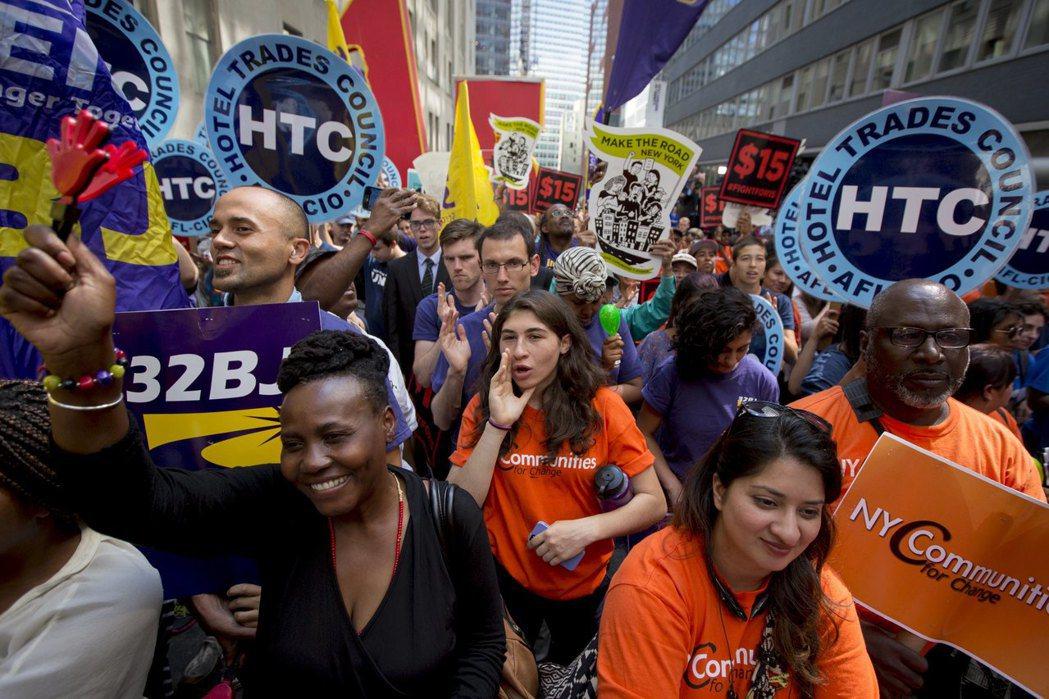 洛杉磯主要的工會如服務業工會(SEIU)與洛杉磯產業勞工聯盟卻主張「工會逃脫條款...