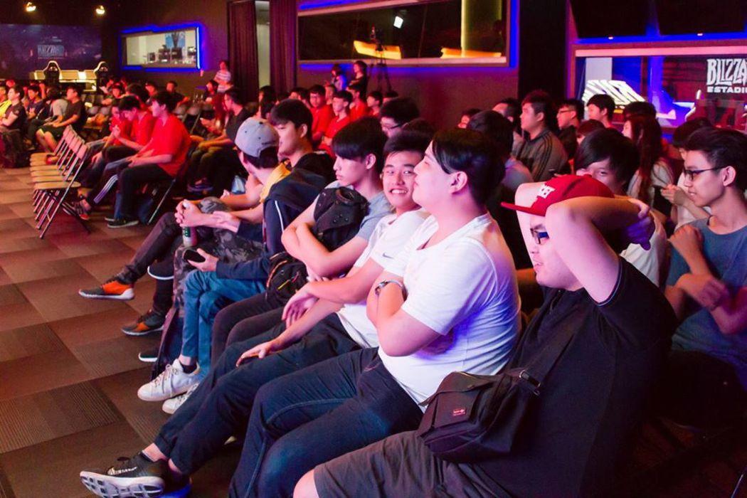 Blizzard Estadium現場有許多親友前來加油。