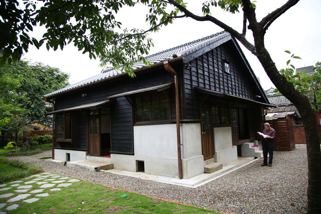 日據時期建築物外圍的石子地,在過去可用來聽刺客腳步聲。 圖/新竹縣政府提供