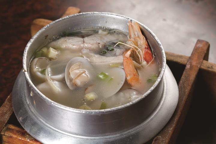 Seafood congee by Dongshih Shun Ji. (Pho...
