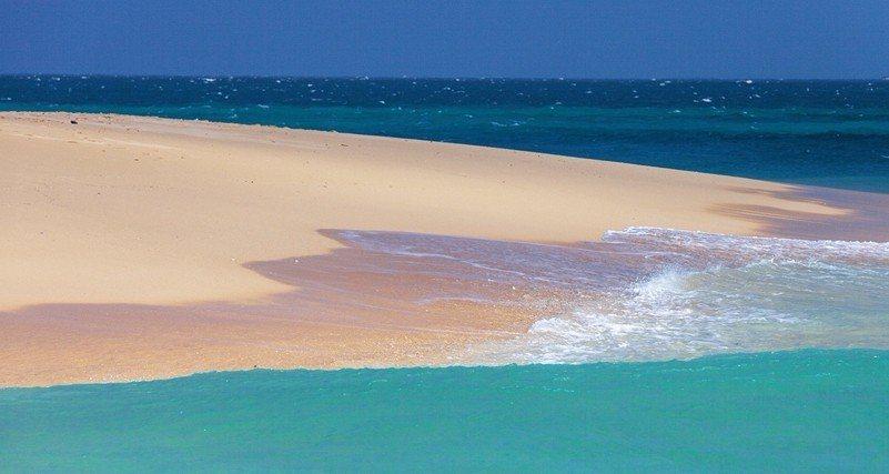 此生必訪的夢幻沙灘-沙尾沙灘。(欣傳媒資料照)
