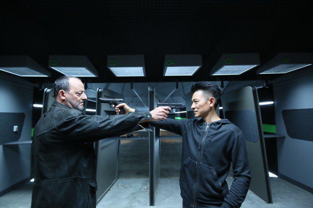 劉德華與尚雷諾首次對決合作,互捧對方。圖/Catchplay提供