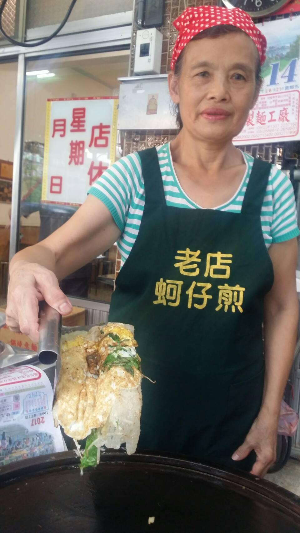位在嘉義市北榮街的「陳家老店蚵仔煎」飄香59年,堅持品質,是人氣不墜的關鍵。記者...