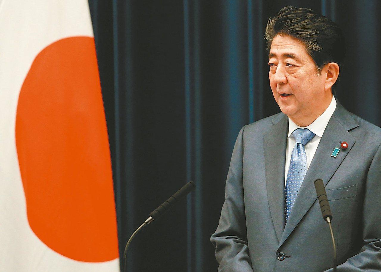 日本首相安倍晉三的民調支持度首次跌破三成,為百分之廿九點九,創就任來新低。圖為安...