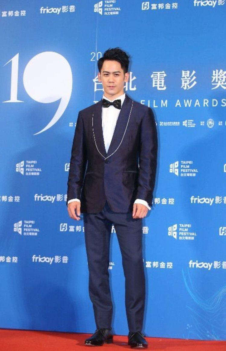 李淳藍色西裝穿的挺拔合身。圖/記者王騰毅攝影