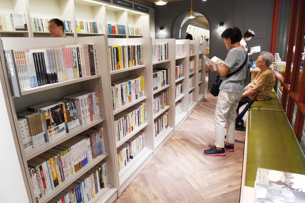 閱讀力下滑與實體書店逐漸凋落,政府做了什麼?