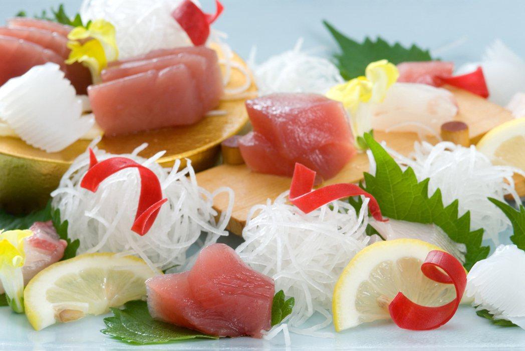 示意圖。生魚片、生蠔雖鮮美,卻潛藏感染A型肝炎危機,醫師指出,台灣40歲以下族群...