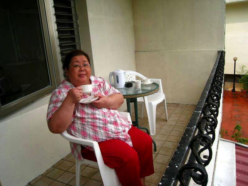 謝綉敏去年體重超過120公斤,她說,連喝咖啡都覺得鬱卒、拍照也只能強顏歡笑。 圖...