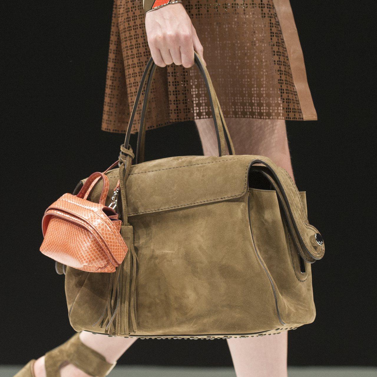 Tods秋冬秀上以小包裝飾大包,mini me的概念很是促咪。圖/迪生提供
