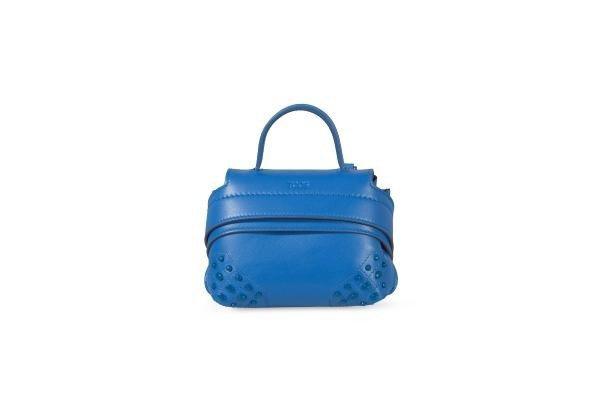 Tods的藍色Micro Wave迷你小包,26,700元。圖/迪生提供