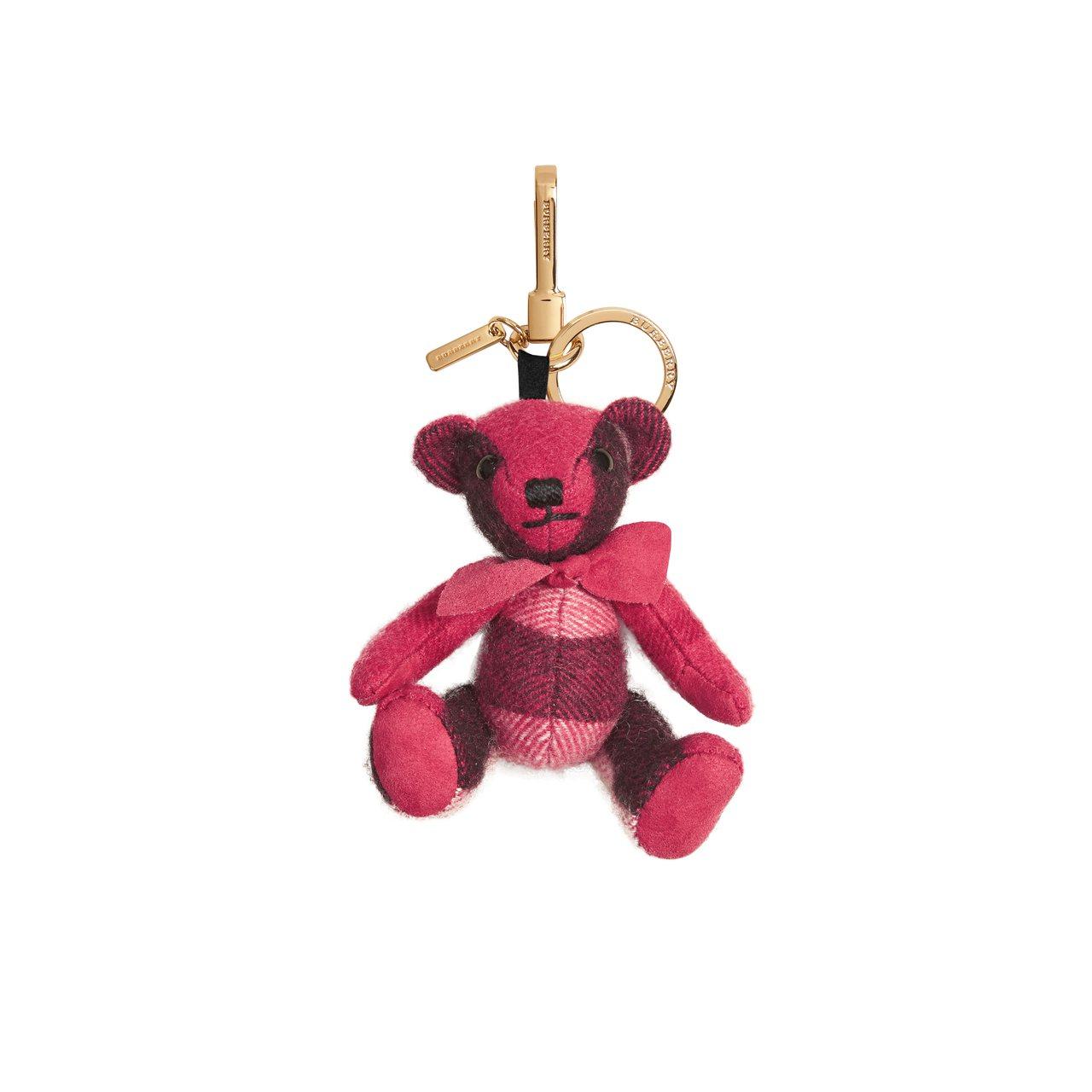 粉紅色格紋喀什米爾 Thomas 泰迪熊墜飾,5,000元。圖/Burberry提供