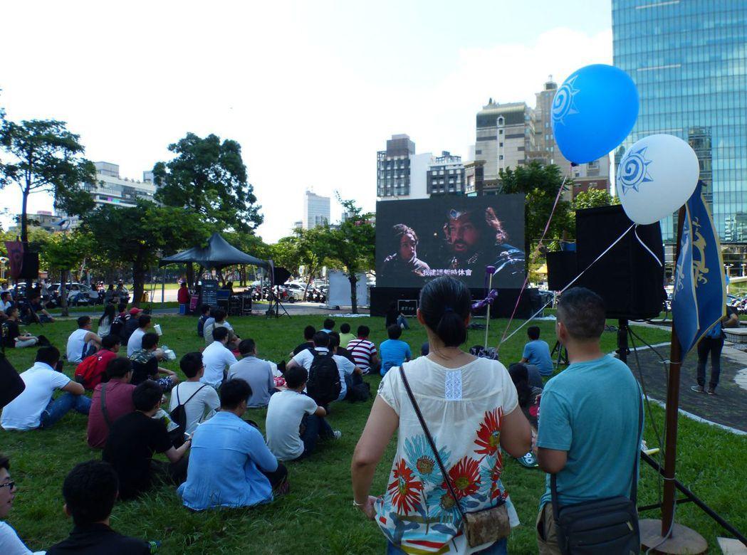 阿薩斯雕像周年野餐派對今天登場,首度開放《魔獸:崛起》戶外電影院,吸引玩家參與。...