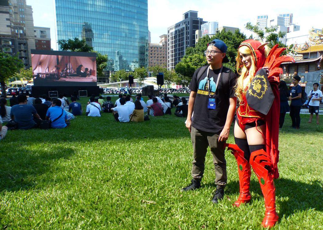 阿薩斯雕像周年野餐派對今天登場,首度開放《魔獸:崛起》戶外電影院,並邀coser...