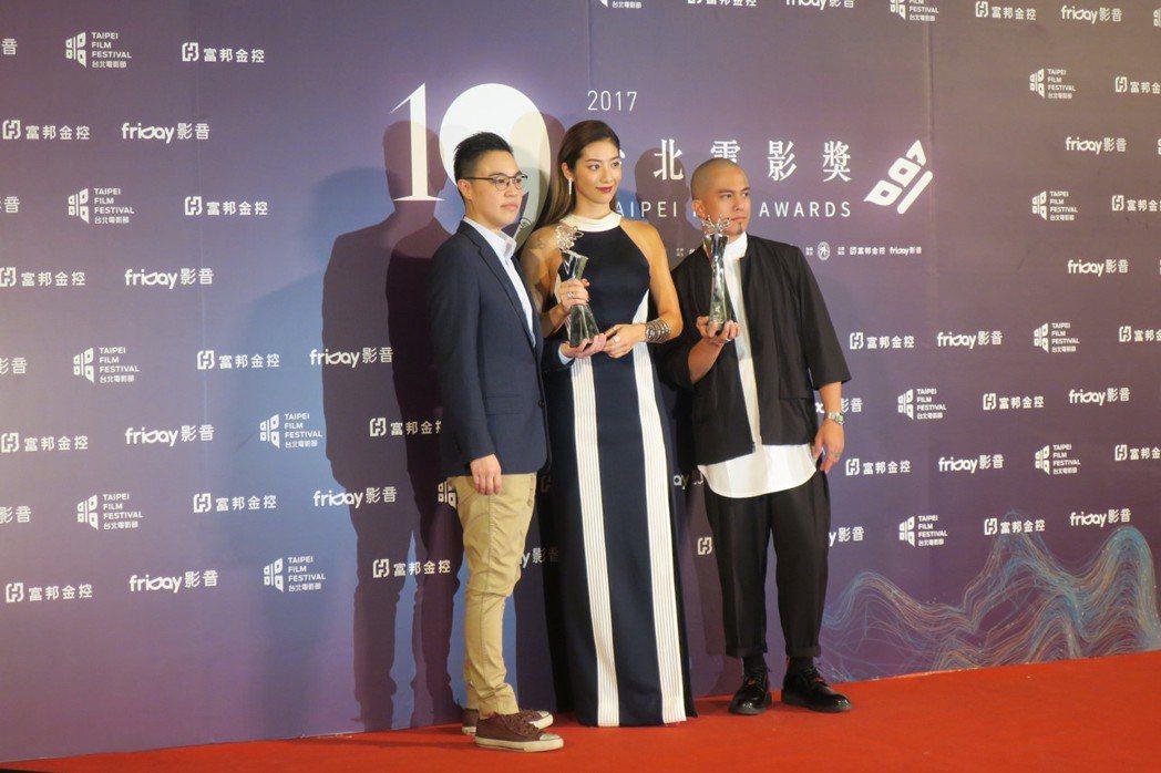 「強尼.凱克」黃熙(左起)、瑞馬席丹、黃遠分別拿下最佳編劇、新演員與男配角獎。記