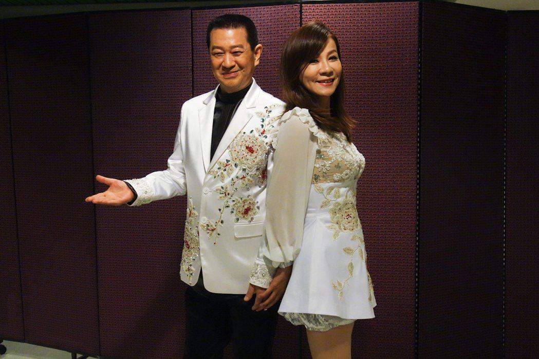 蔡小虎演唱會邀請龍千玉合唱,兩人後台先暖身。圖/宜辰提供
