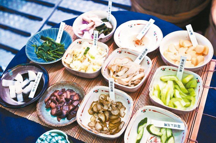 醃漬物種類眾多,舉凡鹹菜、豆腐乳、梅干菜、香腸、蜜餞等,以鹽、糖醃製,帶給民眾高...