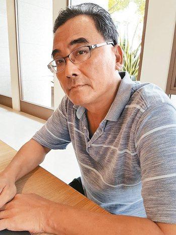 魚夫近年「隱居」台南,出版許多美食書籍。 記者修瑞瑩/攝影