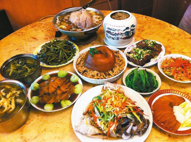 魚夫一家人都有好廚藝,即使是家族小聚,餐桌上也都是名廚級的大菜。 圖╱魚夫提供