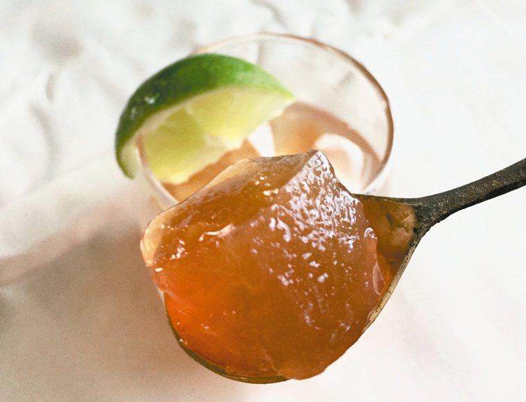充滿膠原蛋白的魚鱗凍,口感像愛玉,加點調味可以喝上好幾碗。 圖/朱慧芳
