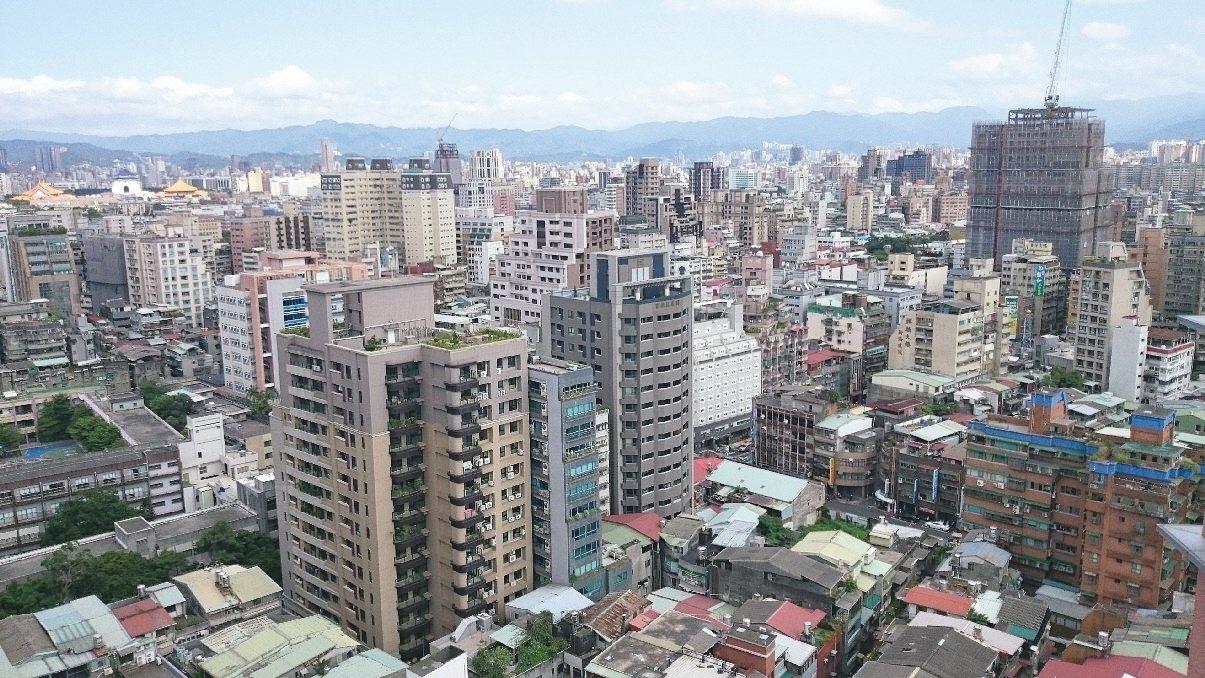 最新都市地價指數創八年來(民國九十九年以來)跌幅最明顯的一次,全國都市地價總指數...