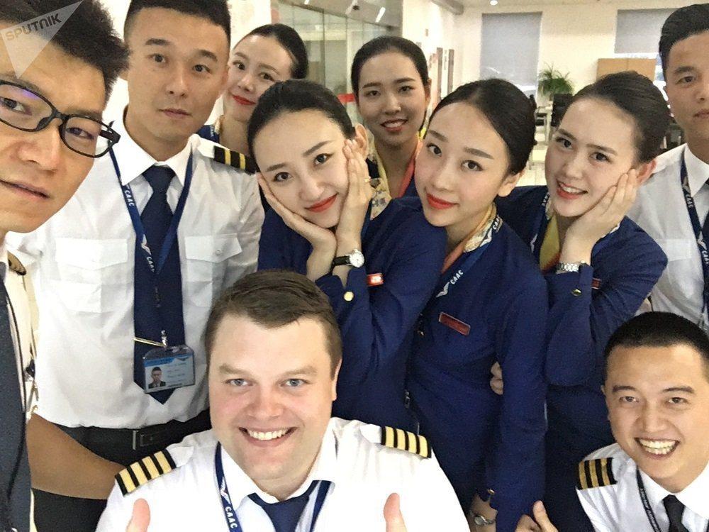 過去大陸尋找和接觸外籍機長比較難,近幾年有專門的仲介公司,引入流程已相當成熟。圖...