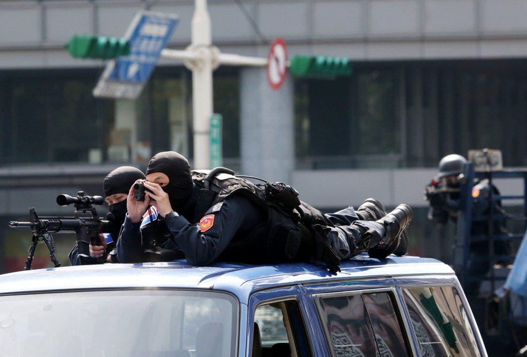 世大運反恐演習演,月前曾演練公車反劫持。 記者邱德祥/攝影