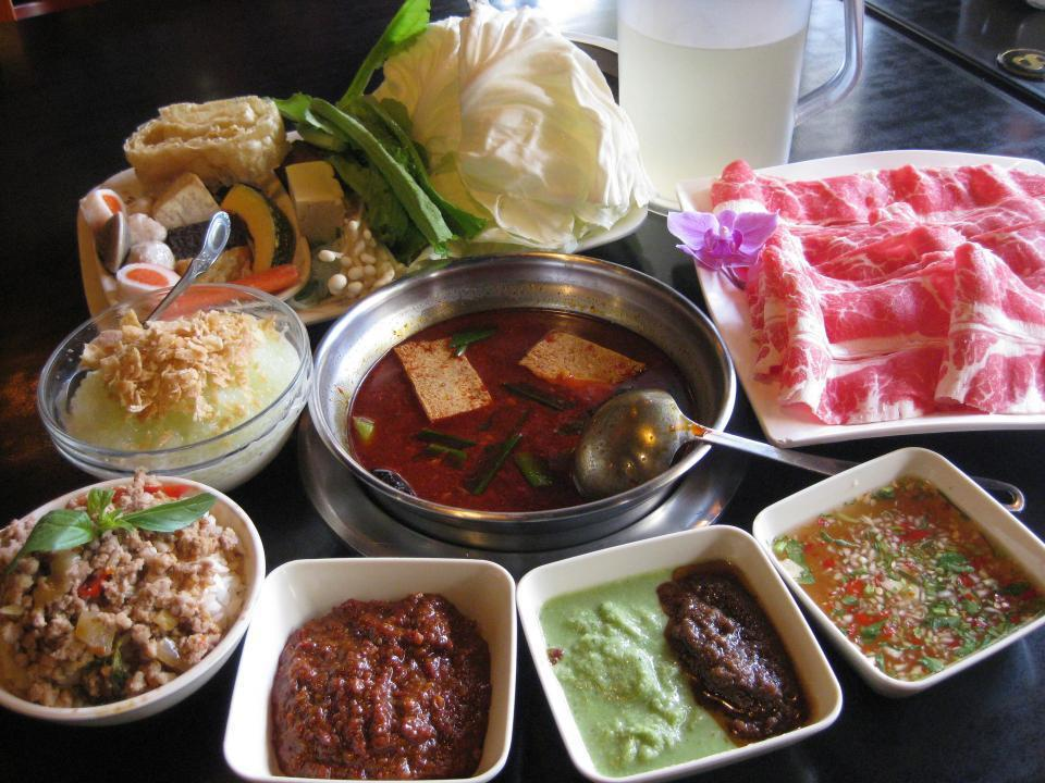 台大教授洪泰雄認為吃火鍋下菜的順序,也是一門深奧學問。 圖/報系資料照