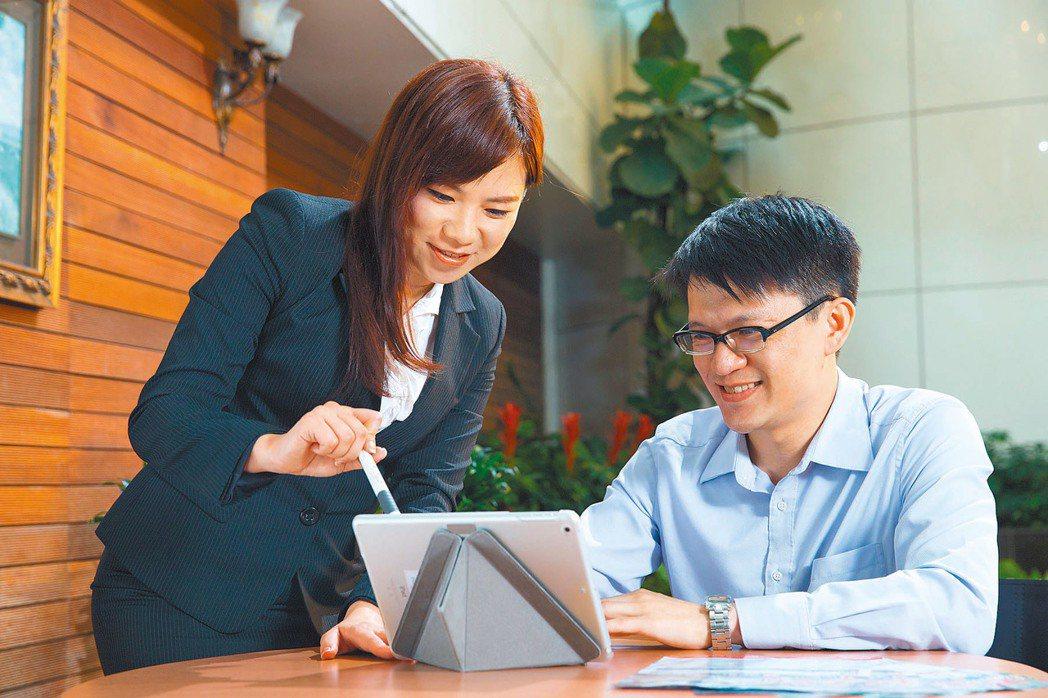 根據保發中心統計,去年台灣商業壽險投保率,提高到240%,簡而言之,台灣平均每人...