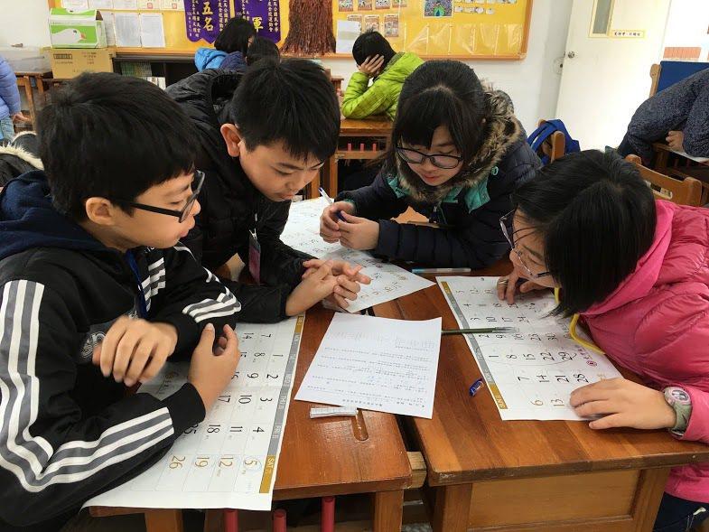 教育部委託林福來主持「就是要學好數學」計畫,發展「數學奠基活動模組開發計畫」,研...