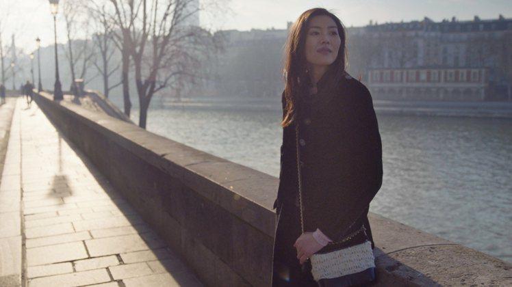 劉雯也背Gabrielle de Chanel雙色包。圖/香奈兒提供