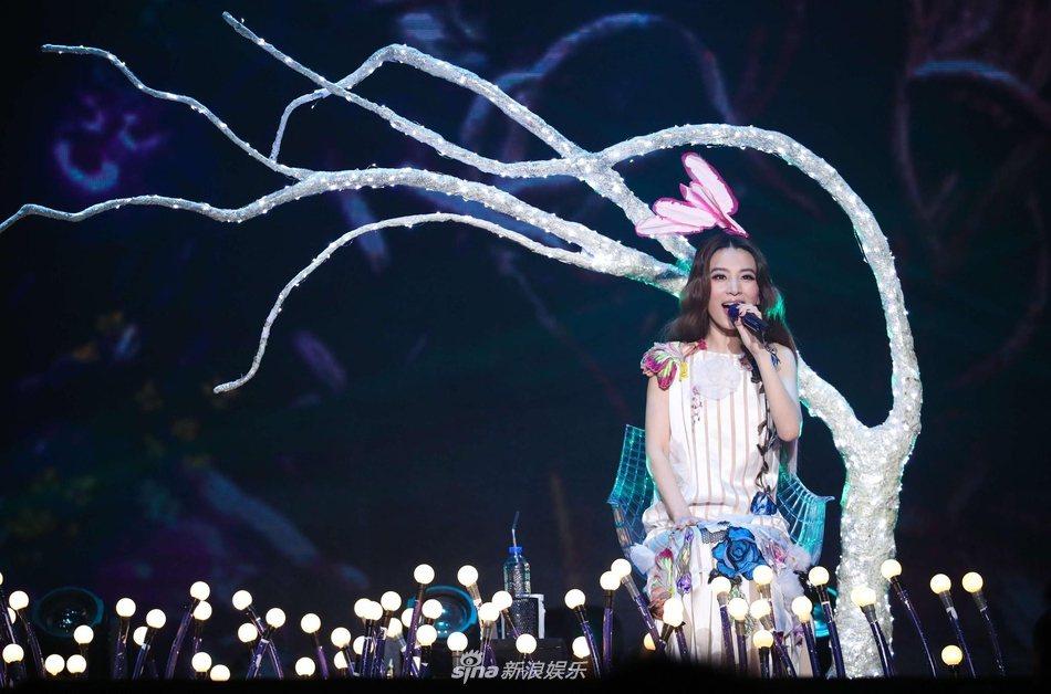 田馥甄昨晚於上海開唱,問粉絲「有Freestyle嗎」。圖/摘自新浪娛樂