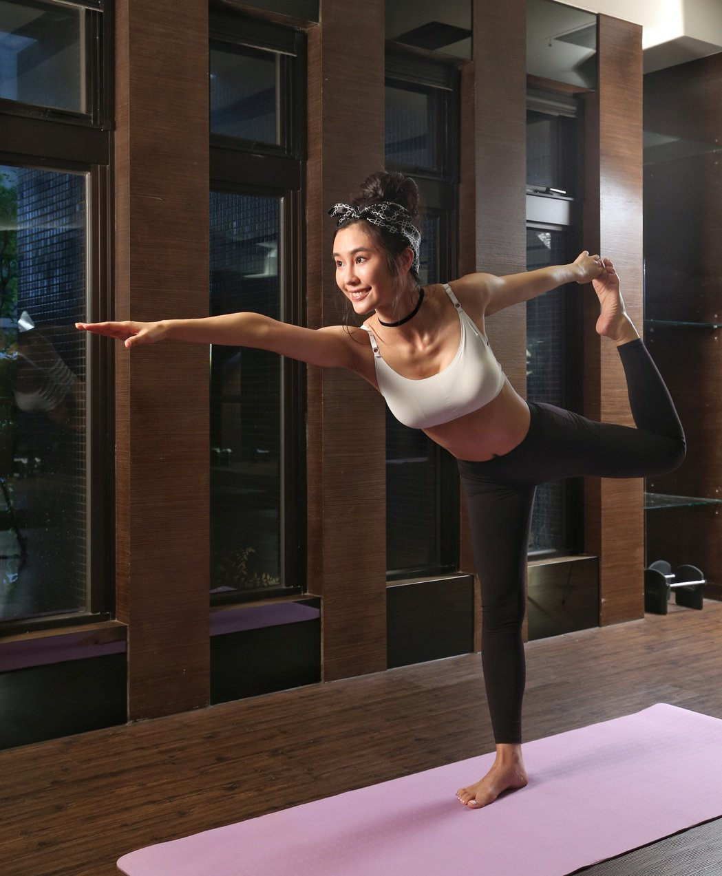 黃心娣示範夏日瘦身瑜伽。記者陳立凱/攝影