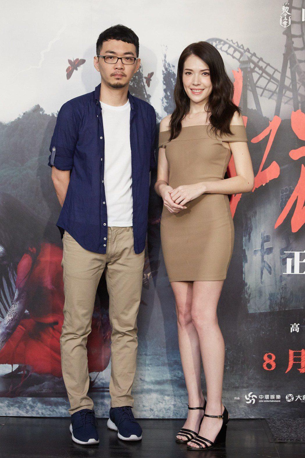 許瑋甯(右)與導演程偉豪共同出席「紅衣小女孩2」預告發佈會。圖/威視提供