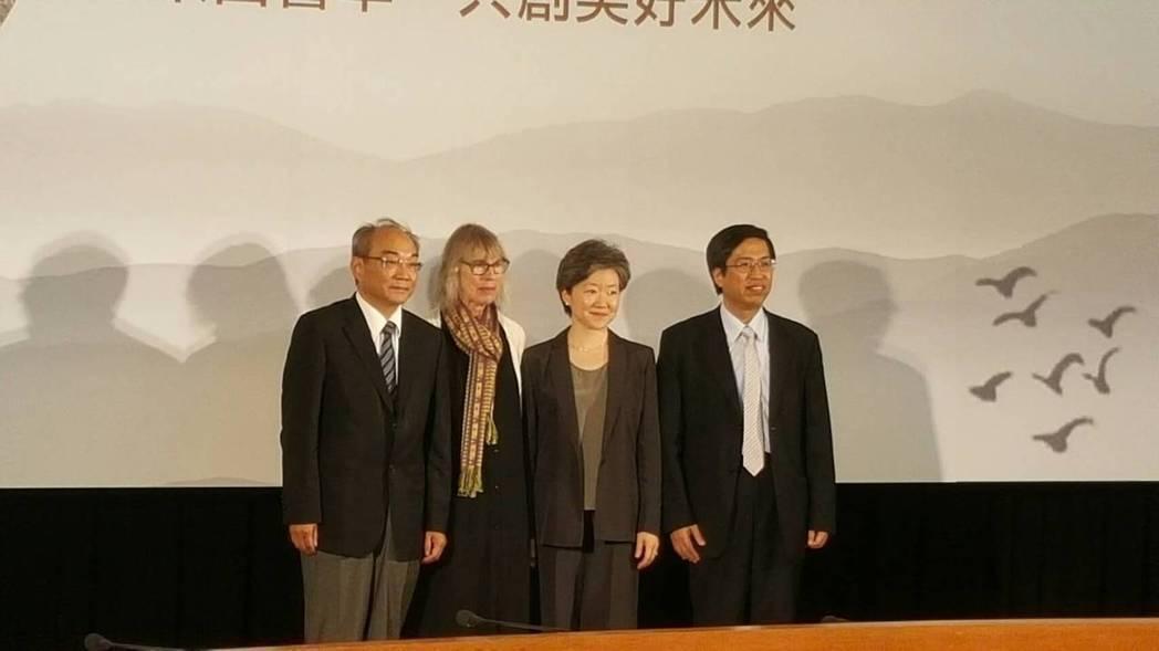 第二屆唐獎漢學獎去年頒獎,中研院前副院長王汎森(左起)、狄培理的女兒布瑞特、哥倫...