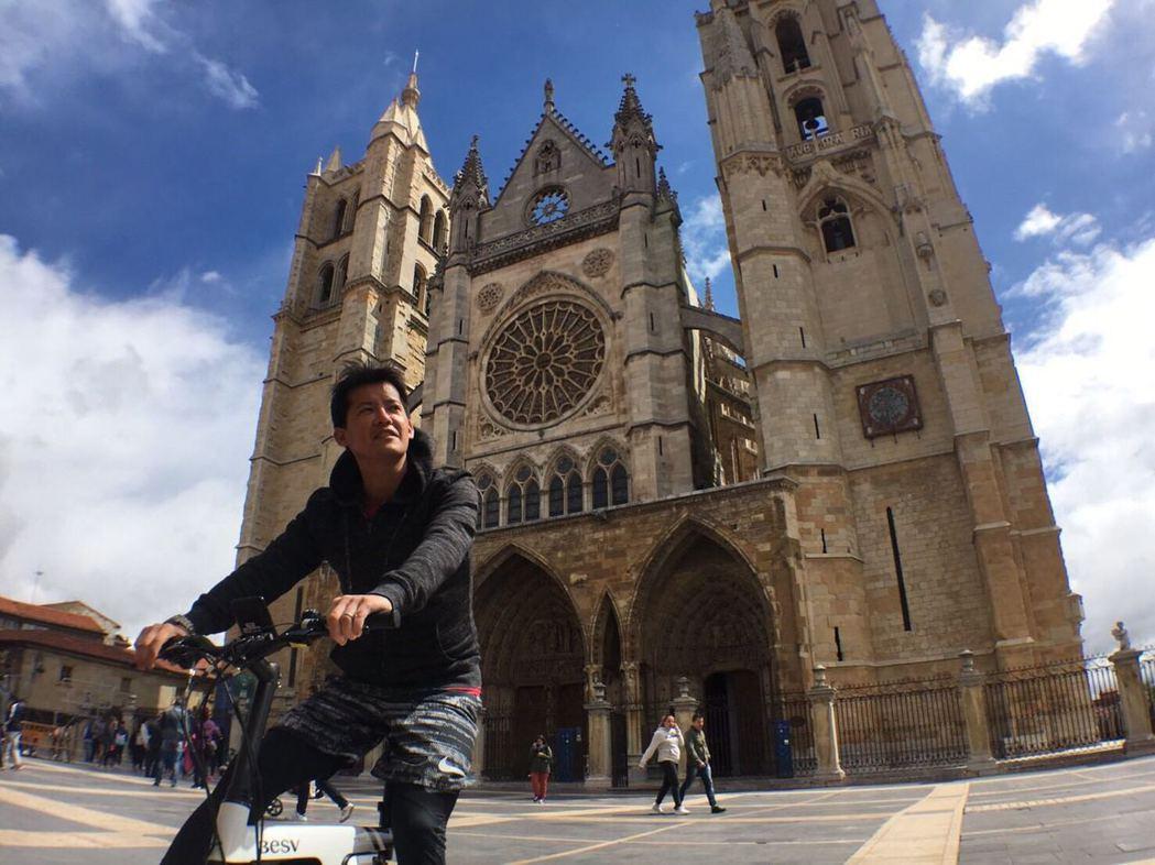 謝哲青到西班牙體驗朝聖之旅。圖/BESV 提供