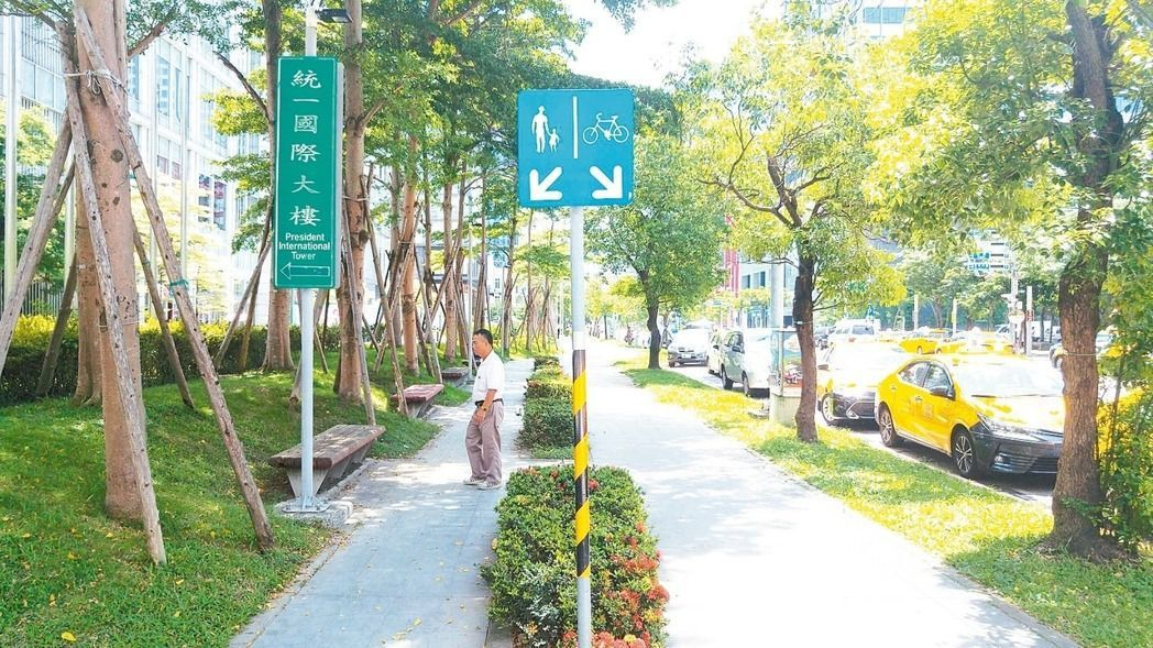 台北市17日起,將嚴格取締自行車違規行駛人行道、騎樓。圖/本報資料照