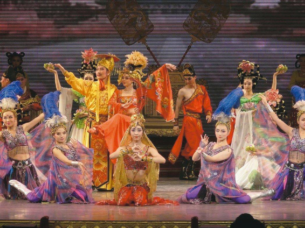 唐樂宮的演出,服裝造型都很講究。 圖/新華旅行社提供