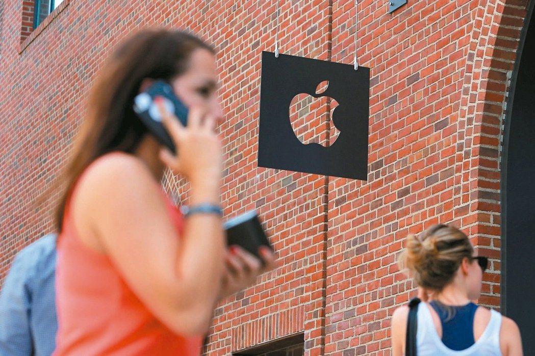 全球期待的蘋果iPhone十年一度大改款新機種iPhone 8據傳7月正式量產,...