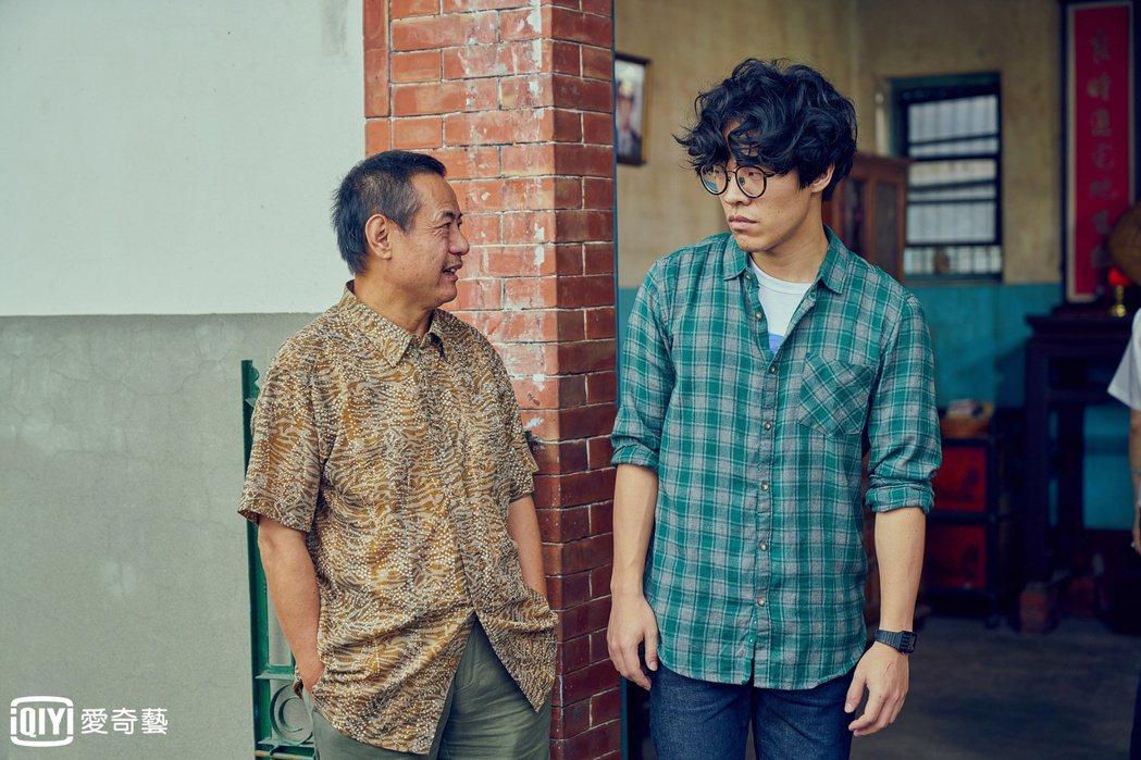 盧廣仲(右)、蔡振南在《花甲男孩轉大人》中詮釋父子,有許多精采對手戲。圖/愛奇藝...
