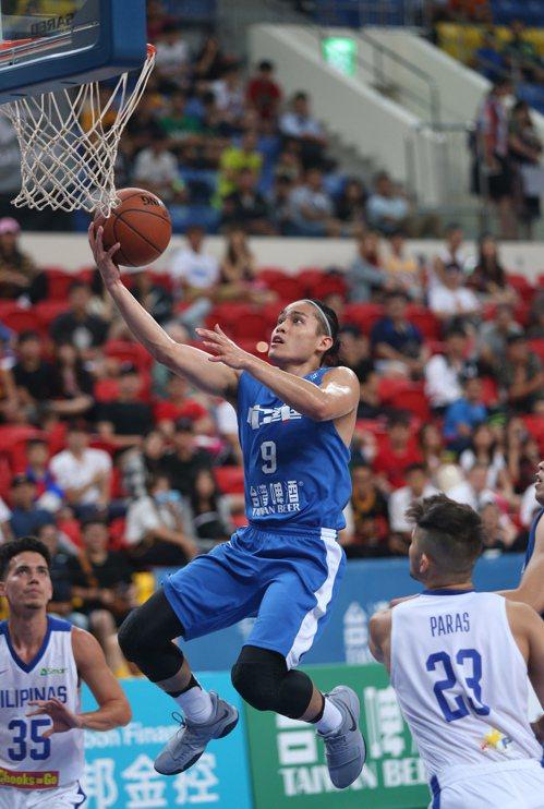 第39屆台灣啤酒威廉瓊斯盃國際籃球邀請賽男子組賽事,17日下午進行菲律賓隊與中華...